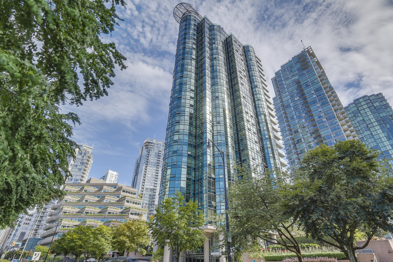 [LEASED] Harbourside Park I – Vancouver Downtown Coal Harbour – Mountain + Ocean View – 2 Beds – 2 Baths – 900 sq ft – Classy Luxury Condo
