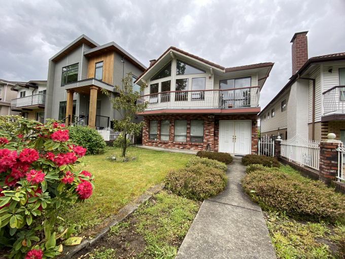 [LEASED] Vancouver East Burnaby – 3 Bed – 2 Bath – 1400 ft2 – Top Floor of House