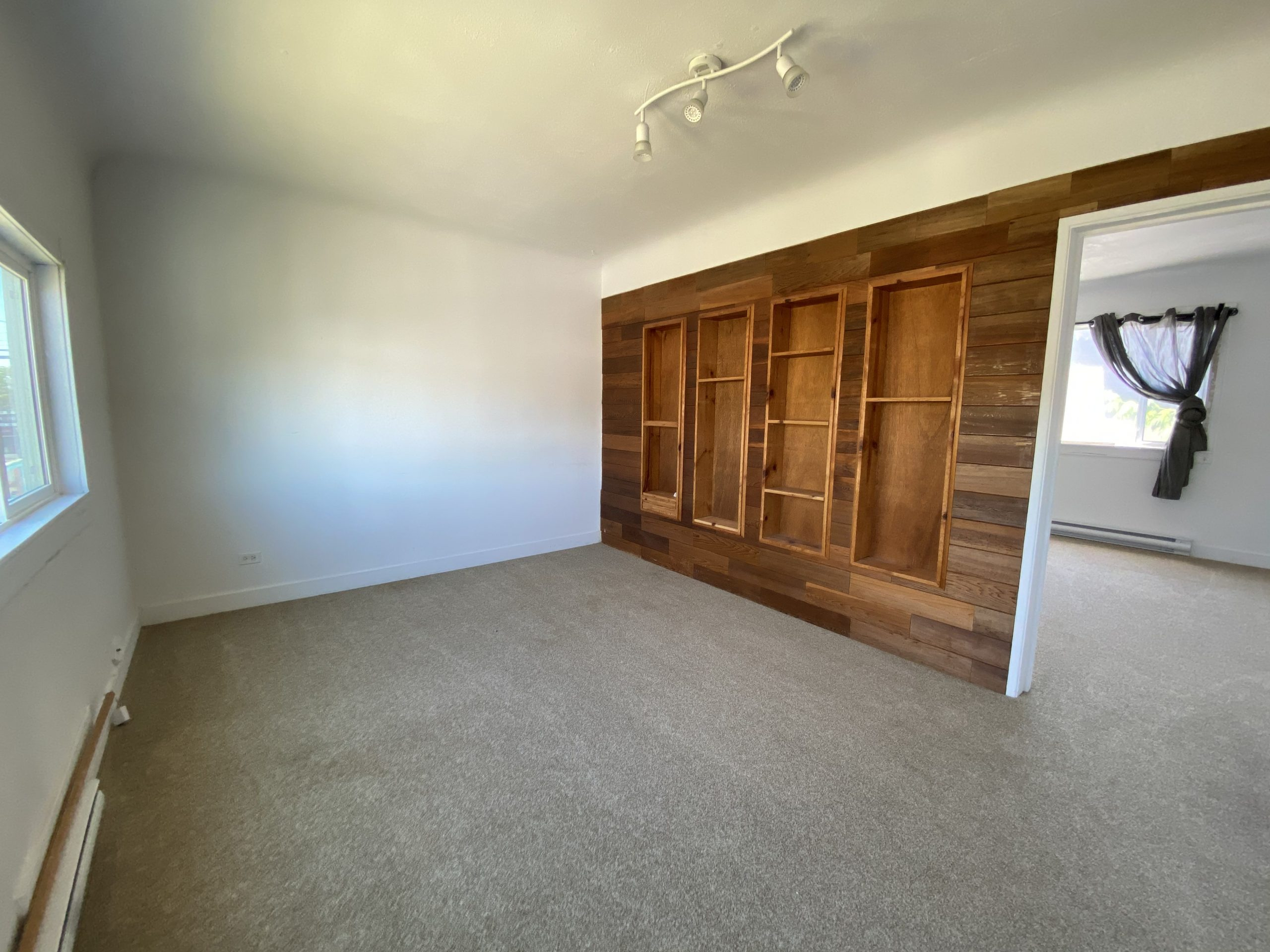 [LEASED] Richmond – 3 Bed – 1 Bath – 900 sq ft – Top Level of House