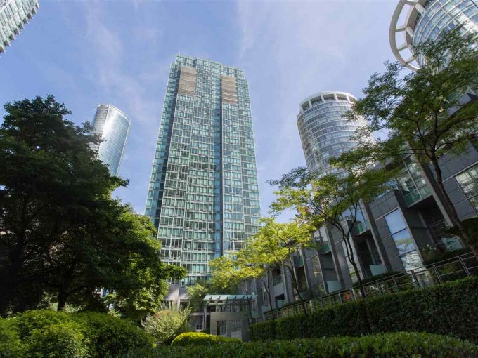 [LEASED] Residences On Georgia – Financial District Coal Harbour – Furnished- 1 Bed + 1 Den – 1 Bath – 650 sq ft – Luxury Executive Condo