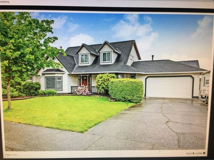 [LEASED] Charming Spacious Cape Cod Style Central Cloverdale 3 Bed 3 Bath House Huge 7326 Sq Ft Lot